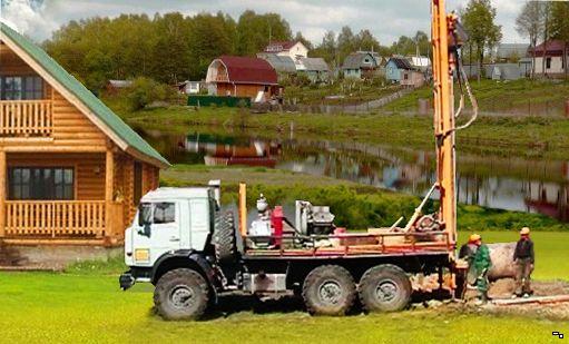 Процесс бурения скважины в Ленинградской области